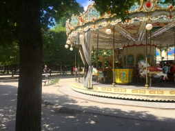 Some casual merry-go-round action in the Place de la Concorde